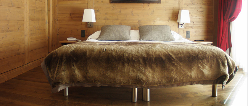 Hotel Les Champs Fleuris, Morzine, France - bedroom.jpg